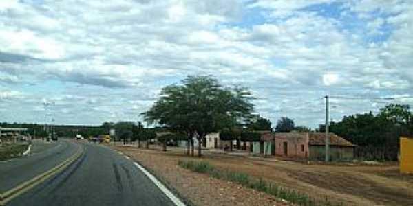 Jutaí-PE-Rodovia BR-122 passando pela cidade-Foto:Jorge Hirata