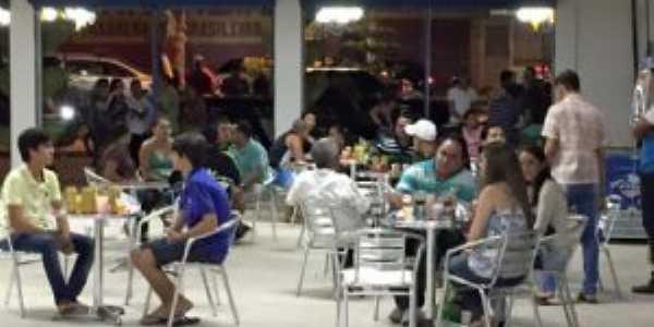 Praça da Alimentação do Mercado Multicultural no Centro de Machados, Por Silvio Borba