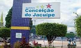 Conceição do Jacuípe - Conceição do Jacuípe-BA-Placa da cidade na praça central-Foto:www.curtosim.com.br