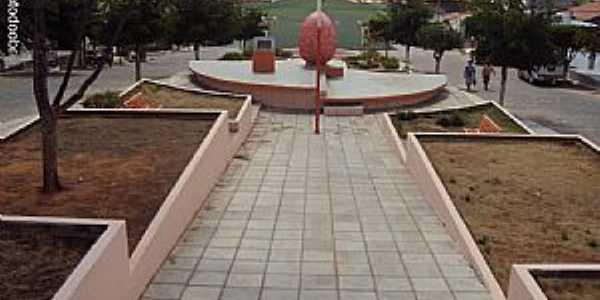 Quixabá-PE-Praça do Monumento Antônio Pereira de Carvalho-Foto:Sergio Falcetti