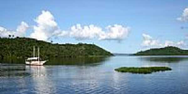 Barco no rio em Coqueiros-Foto:Raimundo Laranjeira