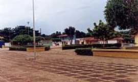 Baixa Grande do Ribeiro - Pra�a central-Foto:lbdorneles