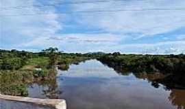 Campo Maior - Campo Maior-PI-Rio Surubim e ao fundo a Serra Grande-Foto:walterfmota