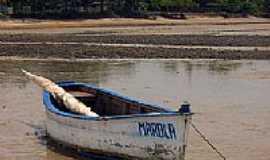 Cumuruxatiba - Barco de pesca em Cumuruxatiba-BA-Foto:Alberto Alves