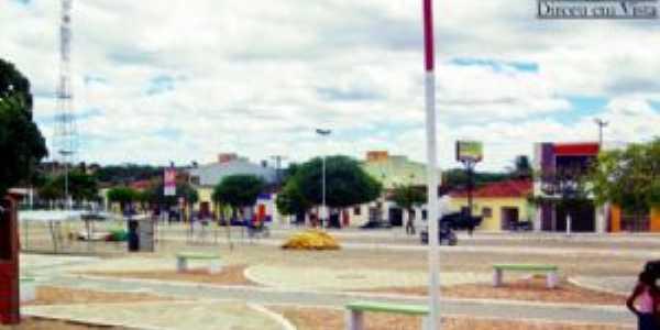 Avenida Joaquim Amâncio Ribeiro no centro de Dirceu Arcoverde, Por Esrom  Mota