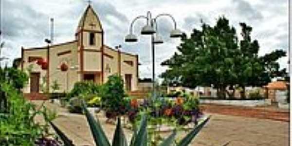 Praça e Igreja-Foto:Agamenon Pedrosa