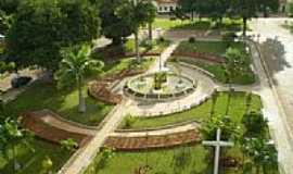 Dom Basílio - Praça central vista do alto em Dom Basílio-BA-Foto:Hélio Charles Neves …