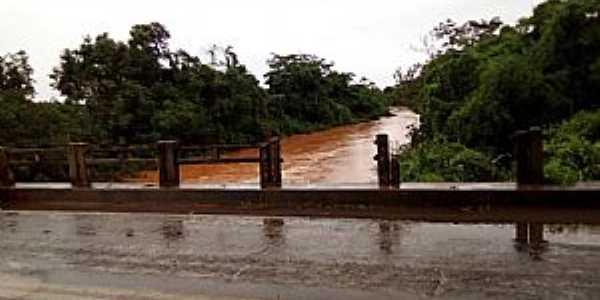 Redenção do Gurguéia-PI-Ponte sobre o rio Gurguéia-Foto:Facebook