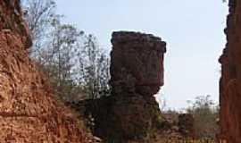 São Gonçalo do Gurguéia - Pedra do Macaco em São Gonçalo do Gurguéia-Foto:Walter Wagner DF