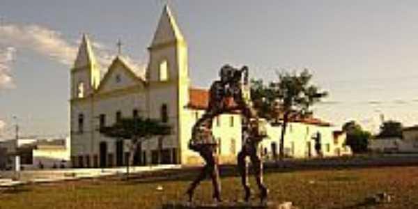 Monumento na Praça da Matriz em São João do Piauí-PI-Foto:Cabral Lopes