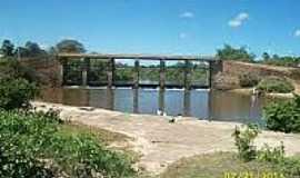 São José do Divino - Ponte sobre o Rio Piracuruca em São José do Divino-Foto:pt.db-city.