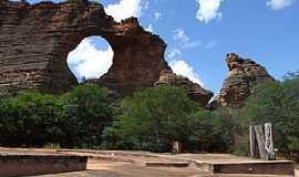 São Raimundo Nonato - São Raimundo Nonato-PI-Pedra Furada na Serra da Capivara-Foto:Edilson Morais Brito