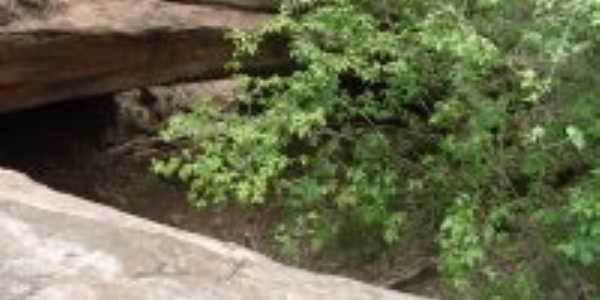 Caverna Furnas dos Mocegos na Mangabeira dos Alves, Por Antonio