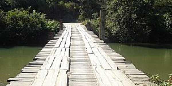 Açunguí-PR-Ponte sobre o rio Açunguí para o Povoado Jacaré-Foto:Elétro Motores Itaperuçu