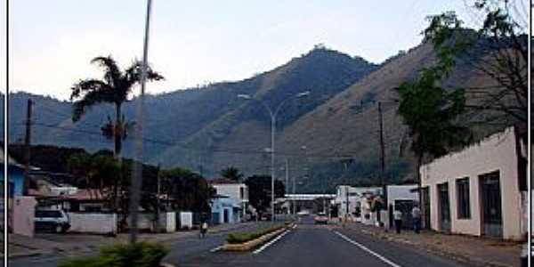 Adrianópolis-PR-Avenida central e a serra-Foto:Fábio Barros