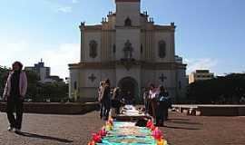 Apucarana - Apucarana-PR-Catedral de N.Sra.de Lourdes na festa de Corpus Christi-Foto:Aluisio Ribeiro 2