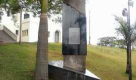 Assaí - Monumento  - Por Jorge Pires