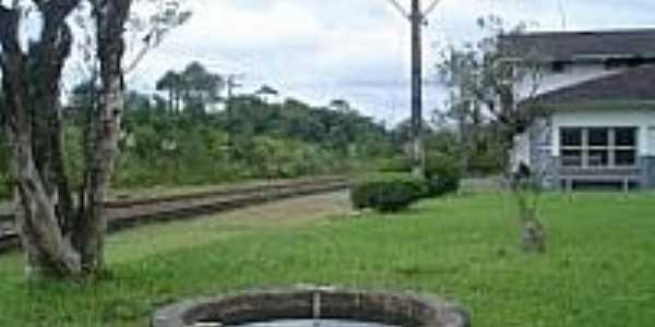 Poço tendo ao fundo a Estação de Banhado-Foto:Ricardo Melo Araújo
