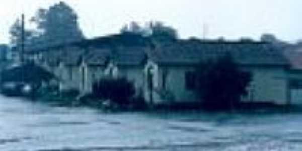 Casas ferroviárias em Barro Preto em 29/12/2003-Foto:Douglas Razaboni
