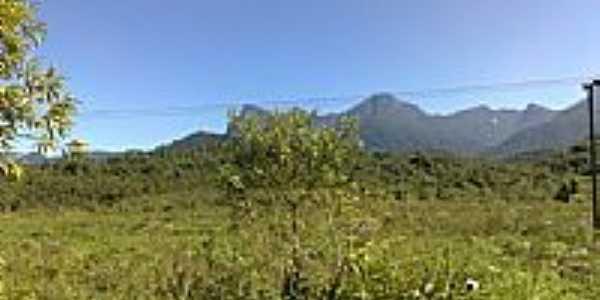 Conjunto de Montanhas visto de Cacatu-Foto:MAICON BARON