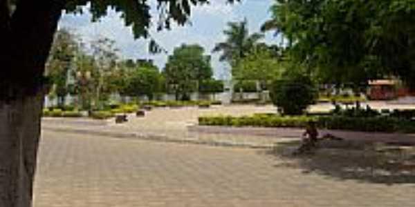 Praça Dr.Altino Lemos Santiago em Formosa do Rio Preto-BA-Foto:José Maria de Sá