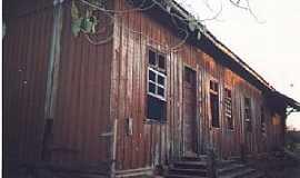 Calógeras - Calógeras-PR-Antiga Estação Ferroviária, em 1998-Foto do acervo da ABPF