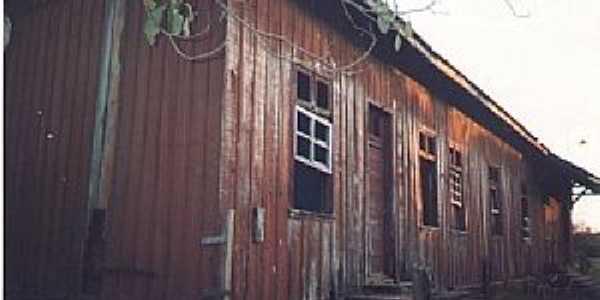 Calógeras-PR-Antiga Estação Ferroviária, em 1998-Foto do acervo da ABPF