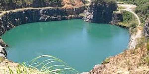 Campo Magro-PR-Lagoa Azul na antiga pedreira-Foto:bebelritzmann.blogspot.