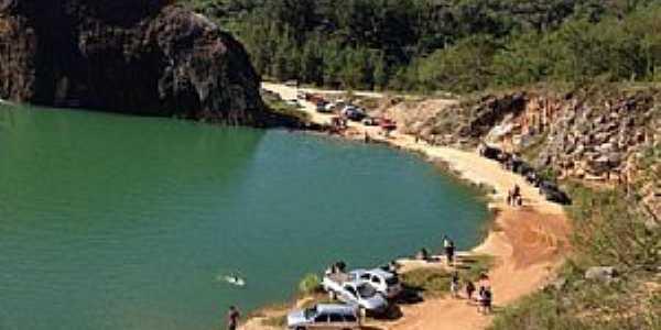 Campo Magro-PR-Lagoa Azul na antiga pedreira-Foto:Laís Sebben Xavier