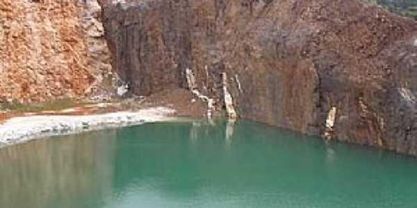 Campo Magro-PR-Lagoa Azul na antiga pedreira-Foto:thecities.com.br