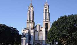 Campo Mour�o - Campo Mour�o-PR-Catedral de S�o Jos�-Foto:Vicente A. Queiroz