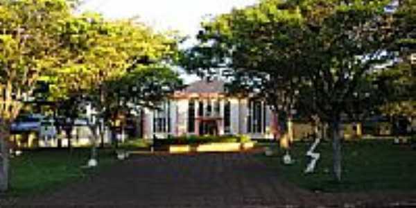 Praça e Igreja no Distrito de Carajá-Foto:-=AndeRSalveS=-