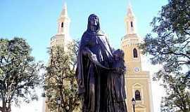 Castro - Castro-PR-Imagem de Sant�Ana em frente a Matriz-Foto:www.castroonline.com.br