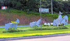 Castro - Castro-PR-Monumento ao Tropeiro-Foto:Ricardo Mercadante