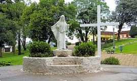 Castro - Castro-PR-Monumento na Praça Indalécio de Macedo-Foto:Ricardo Mercadante