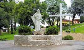 Castro - Castro-PR-Monumento na Pra�a Indal�cio de Macedo-Foto:Ricardo Mercadante
