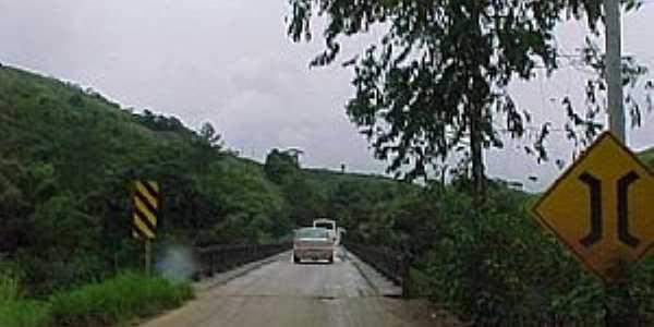 Ponte sobre o Rio Ribeira - Cerro Azul-PR  - Por quirino