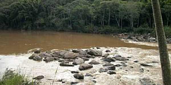 Rio Ribeira em Cerro Azul - Por  MARCIATE BITTENCOURT