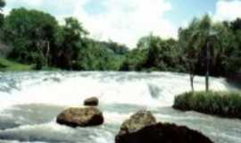 Corb�lia - Cachoeira Cascatinha, distante 8 km da sede do munic�pio com acessopor estrada asfaltada., Por Zenilda (diretora do depto de turismo do munic�pio)