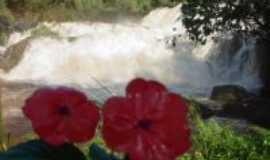 Corb�lia - Corb�lia � aben�oada com muitos rios e cachoeiras exuberantes como esta., Por Zenilda (diretora do depto de turismo do munic�pio)
