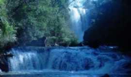 Corbélia - Cachoeira Bonanza fica a 6 km da sede do município e o acesso é fácil por estrada com calçamento de pedras., Por Zenilda (diretora do Depto de turismo do município)