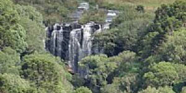 Cachoeira no assentamento Estrela do Meio no Município Cel.Domingos Soares-Foto:claudio_santi
