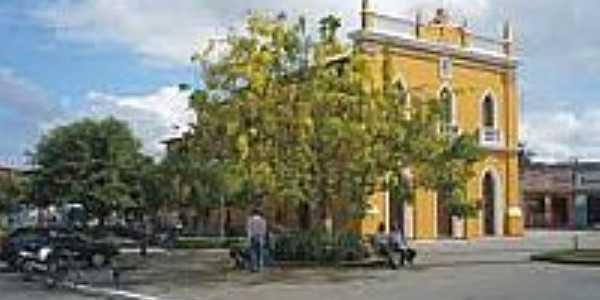 Praça e Igreja Matriz de Governador Mangabeira-BA-Foto:nacaoturismo.