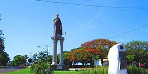 Doutor Camargo-PR-Imagem de São Pedro na entrada da cidade -Foto:turismoregional.com.br