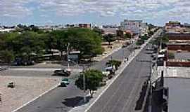 Guanambi - Avenida Santos Dumont em Guanambi-Foto:Regi Madureira
