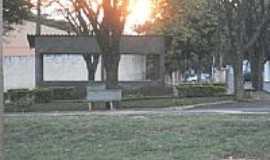 Florestópolis - Pôr do Sol na Praça do Colégio em Florestópolis-PR-Foto:romeujulian