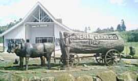 General Carneiro - General Carneiro, PR - Monumento em homenagem aos pioneiros. por Valdemar Helio Ferre..