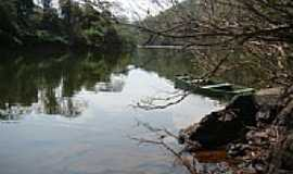 Godoy Moreira - O barco e o rio em Godoy Moreira-Foto:Orlando Gonçalves