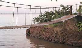 Guaíra - Guaíra-PR-Ponte Pênsil e ao fundo a Ponte sobre o Rio Paraná-Foto:FacebookPM
