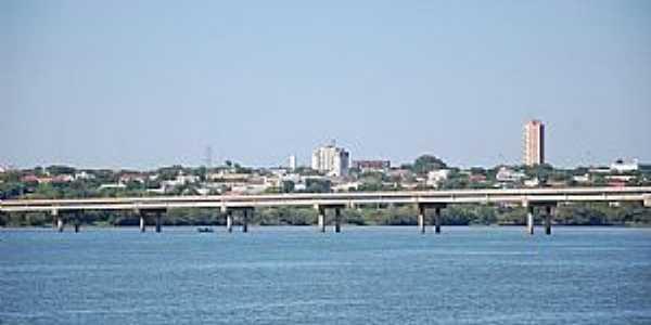 Guaíra-PR-Ponte sobre o Rio Paraná e a cidade-Foto:FacebookPM